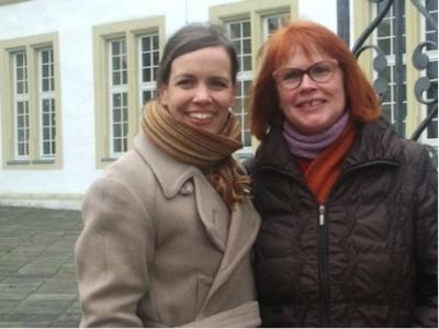 Gartenbauerin Stefanie Strauß unterstützt Ooze mit Pflanzen aus der Premakultur