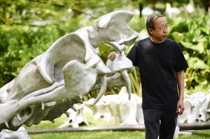"""""""Cage"""" von Huang Yong Ping: Skulptur aus Eisen und Aluminium; Wiesenfläche im Paderquellgebiet an der Bachstraße © Roman Mensing"""
